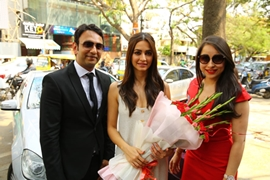 Kriti Kharbanda launches Assure Clinic in Bangalore