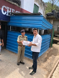 Anu Malik Distributes Food At Vaishno Devi Mandir To Devotees and CRPF INDIAN ARMY